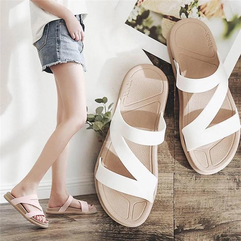 Summer Casual Casas Slippers Mujeres Diseñador Cuero Plano Sin Slip Beach Diapositivas 2021 Blanco Blanco Rosa Comfort Soft House Shoes