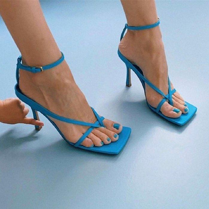 Deri Çapraz Kayış Sandalet Moda Tasarımcısı Klip Ayak Yüksek Topuklu Kadın Kare Kafa Yaz Sandalet Kaymaz Aşınmaya Dayanıklı Tabanlar
