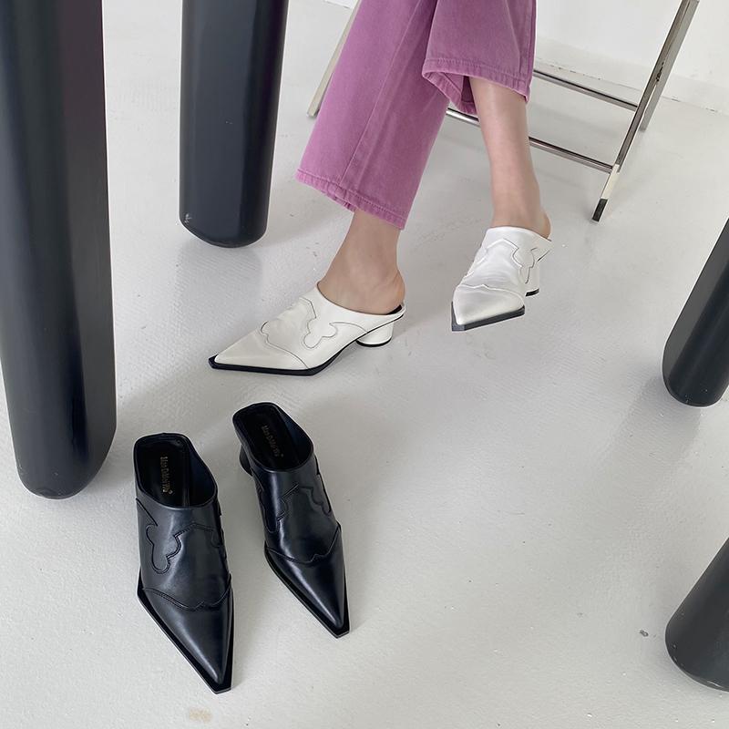 Zapatillas de primavera Las diapositivas de las mujeres puntiagudas puntiagudas redondas medias tacones resbalones en mulas zapatos gladiador bombas de fiesta negro / blanco