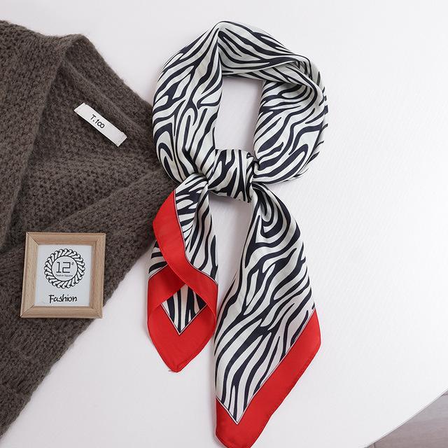 Luxe 70cm * 70cm carré Soik Silk Silk Bandeau pour femme Mode Print Cheveux Cheveux Hand Kerchief Bandana Châle Cheveux Accessoires