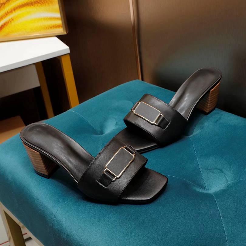 Marka Kadınlar Terlik Sandalet Slaytlar Metal Düğme Bayanlar Yüksek Topuk Terlik Yaz Parti Plaj Slayt Düz Tasarımcı Ayakkabı Kutusu