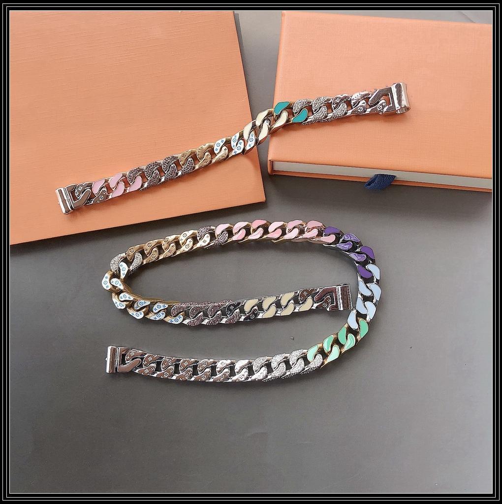 Europe America Fashion Men Silver and Gold-color Hardware Enamel Crystal Engraved V Initials Chain Link Soapy Necklace Bracelet Sets MP2634