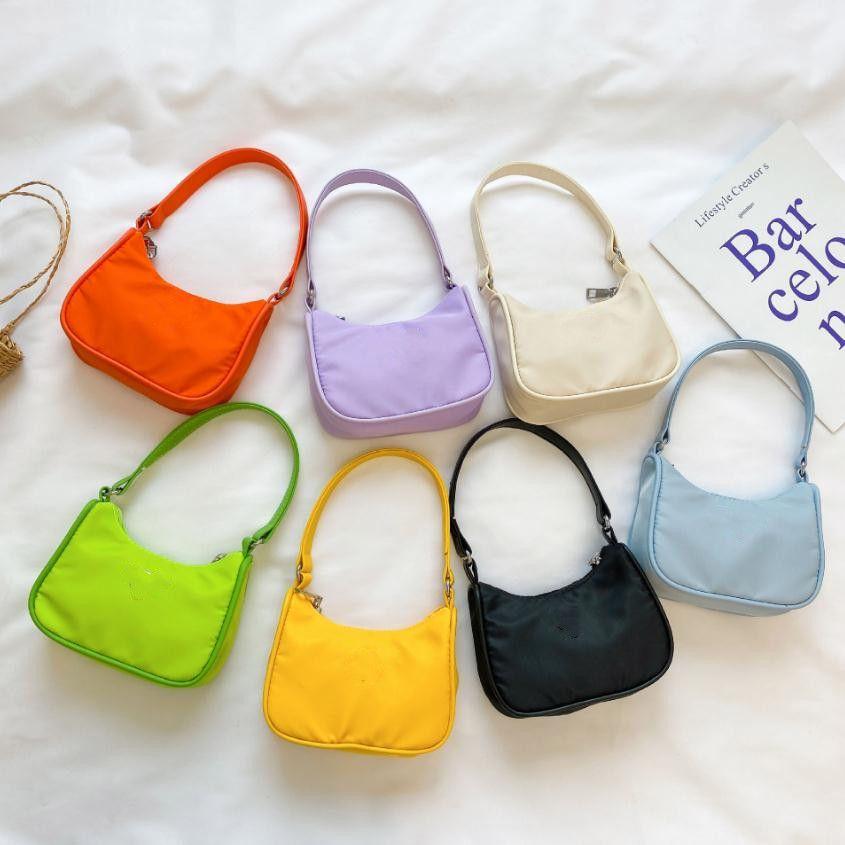 Barnflickor Mode Koreanska Nylon Bag Prinsessan Messenger Handväska Luxurys Designers Väskor Crossbody Single Shoulder Change Purse