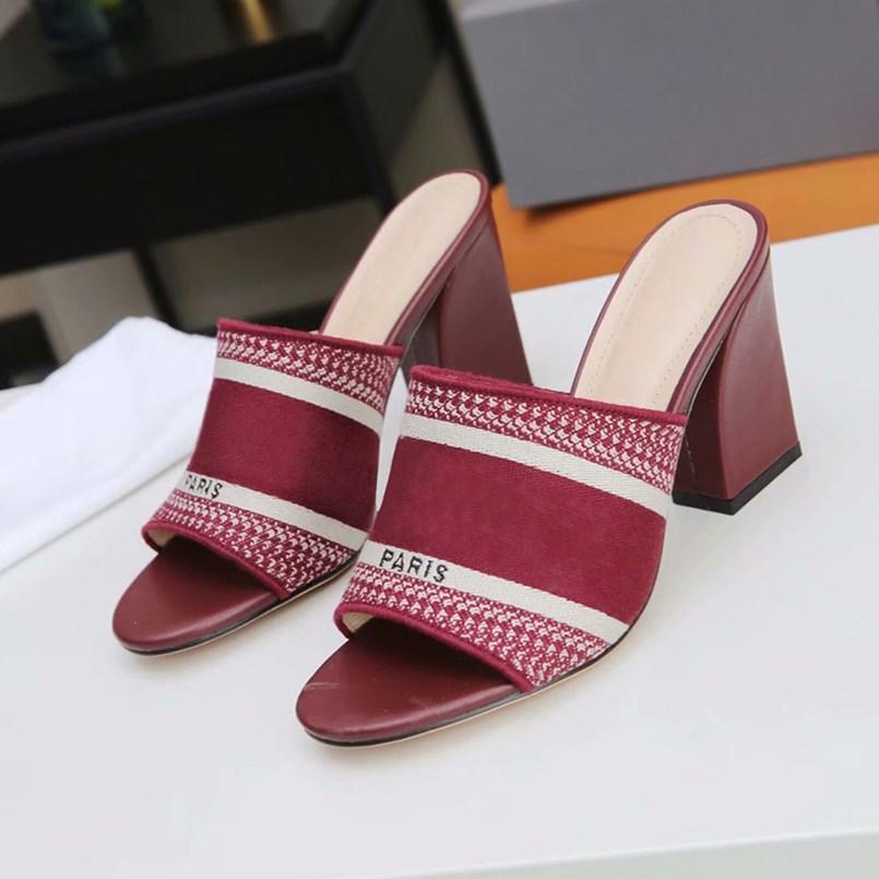 Sandales de talon épais de femme d'été Haute qualité tricotée en peau de mouton doux doublure chaussures haute talon classique broderie imprimée lettre pantoufles