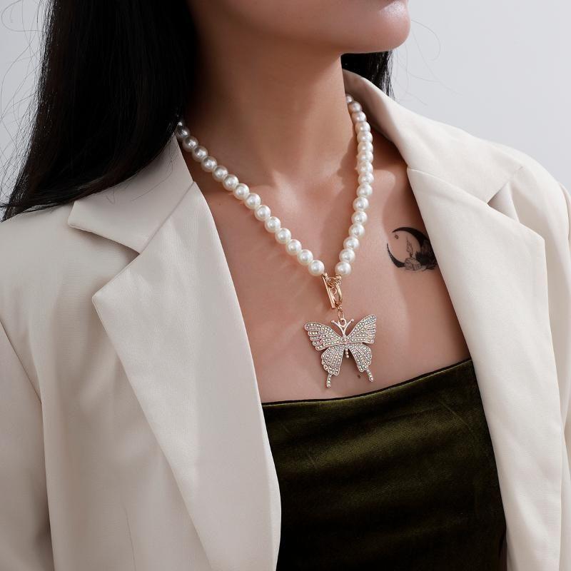 Ketten 2021 Mode Pearl Schmetterling Halskette für Frauen European Hip Hop Persönlichkeit Ornament