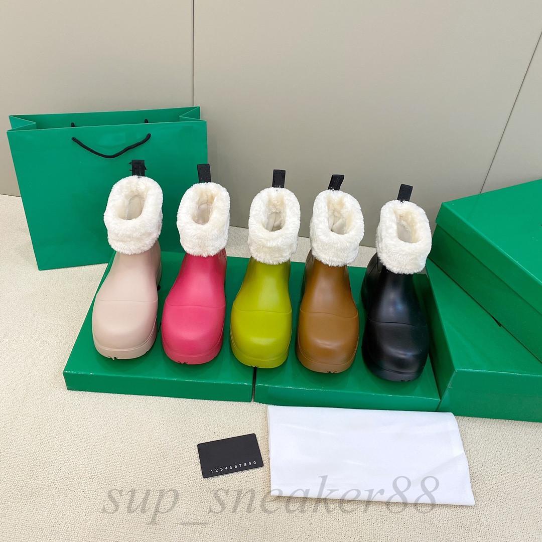 2021 Últimas botas de mujer zapatos de goma de caramelo zapatos impermeables para mujer caminando tobillo lluvia ocio grueso fondo aumento de tacón corto lujo de lujo 35-40