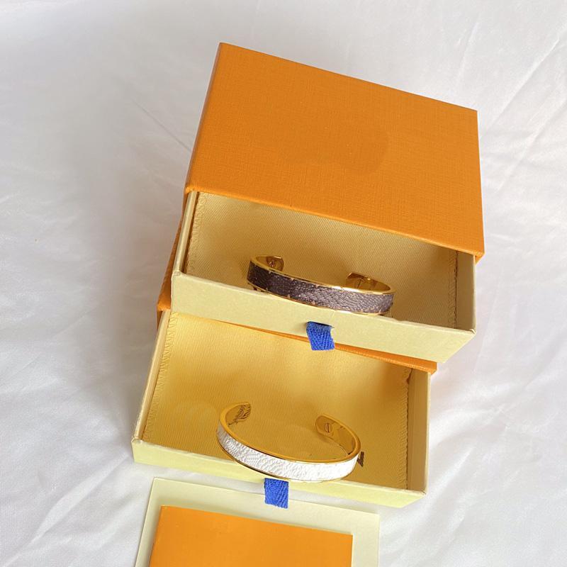 Bracelet d'amour designer Bijoux en titane en acier d'or Bangle de luxe Bracelets de style open de femmes simples