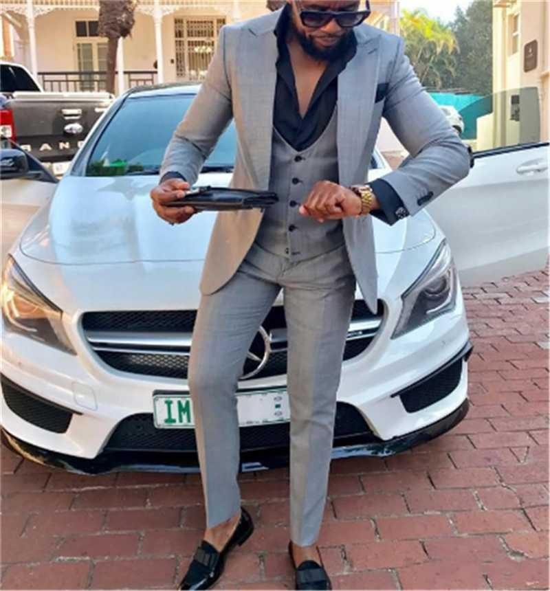 Abiti da uomo Blazer 2021 Abito da sposa Design Man White Cape Bavero Bridegroom Tuxedo / PROM 3 pezzi Set