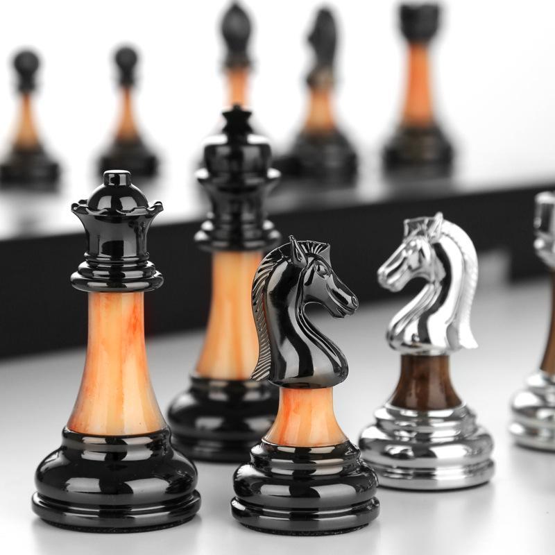 الشطرنج أعلى درجة هدية مربع مجموعة من الخشب الصلب للطي الشطرنج مجلس تقليد اليشم الشطرنج قطع الرجعية النمط الأوروبي الحلي