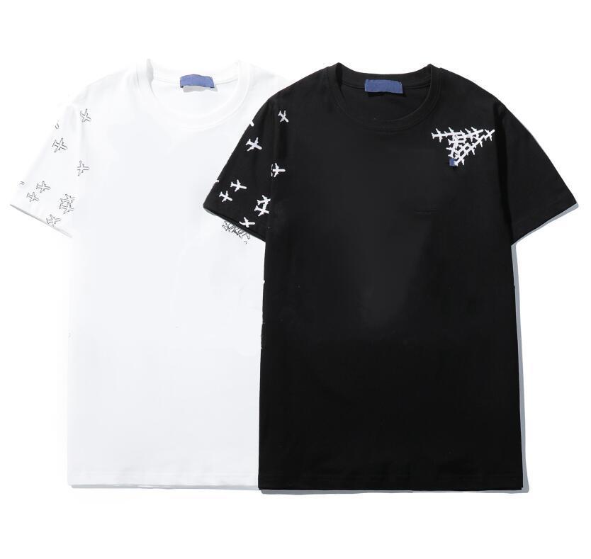 Men's Camiseta Designer camisetas Homens de verão e mangas curtas das mulheres Moda simples Moda moderna shorts de luxo de alta qualidade