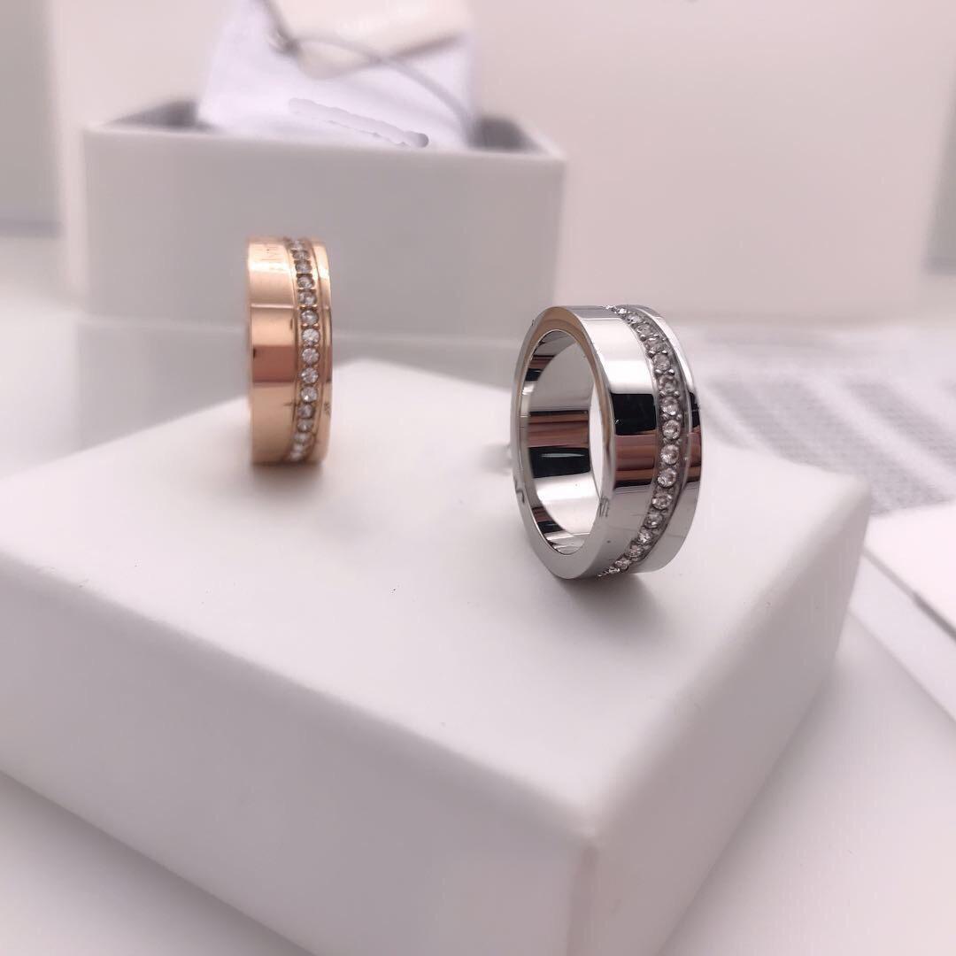 2021 Bague de mode pour homme Femmes Unisexe Love Bagues Hommes Femme Bijoux 2 Cadeaux Cadeaux Accessoires de Prestige