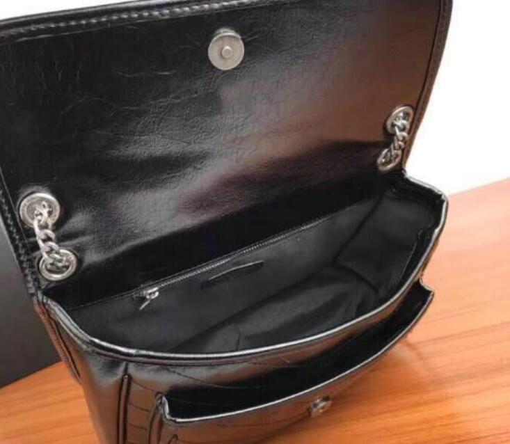 2022 Novo estilo de estilo e bolsa de ombro feminina PU Bolsa Messenger Bag Moda Black Popular Chain