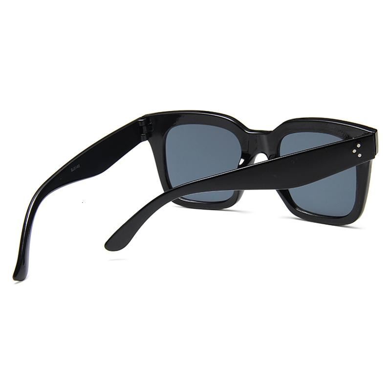 Luxury designer Sunglasses 2021 Square Women Big Size Eyewear Lunette Femme Brand Vintage Rivet Sun Glasse Uv400