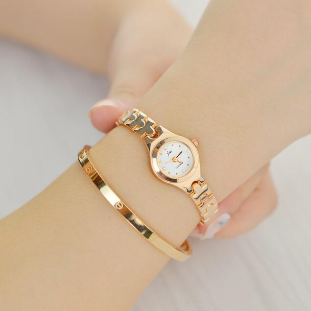 ゴールドシルバーファッション女性ブレスレット時計レディースロッククリスタルクロック高級ドレスクォーツ腕時計女性ダイヤモンド腕時計