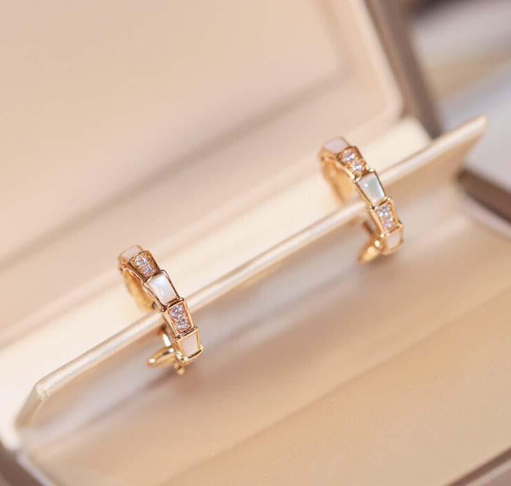V Orecchino in oro con diamante e conchiglia bianca per donne e monolineo Bracciale regalo PS3818