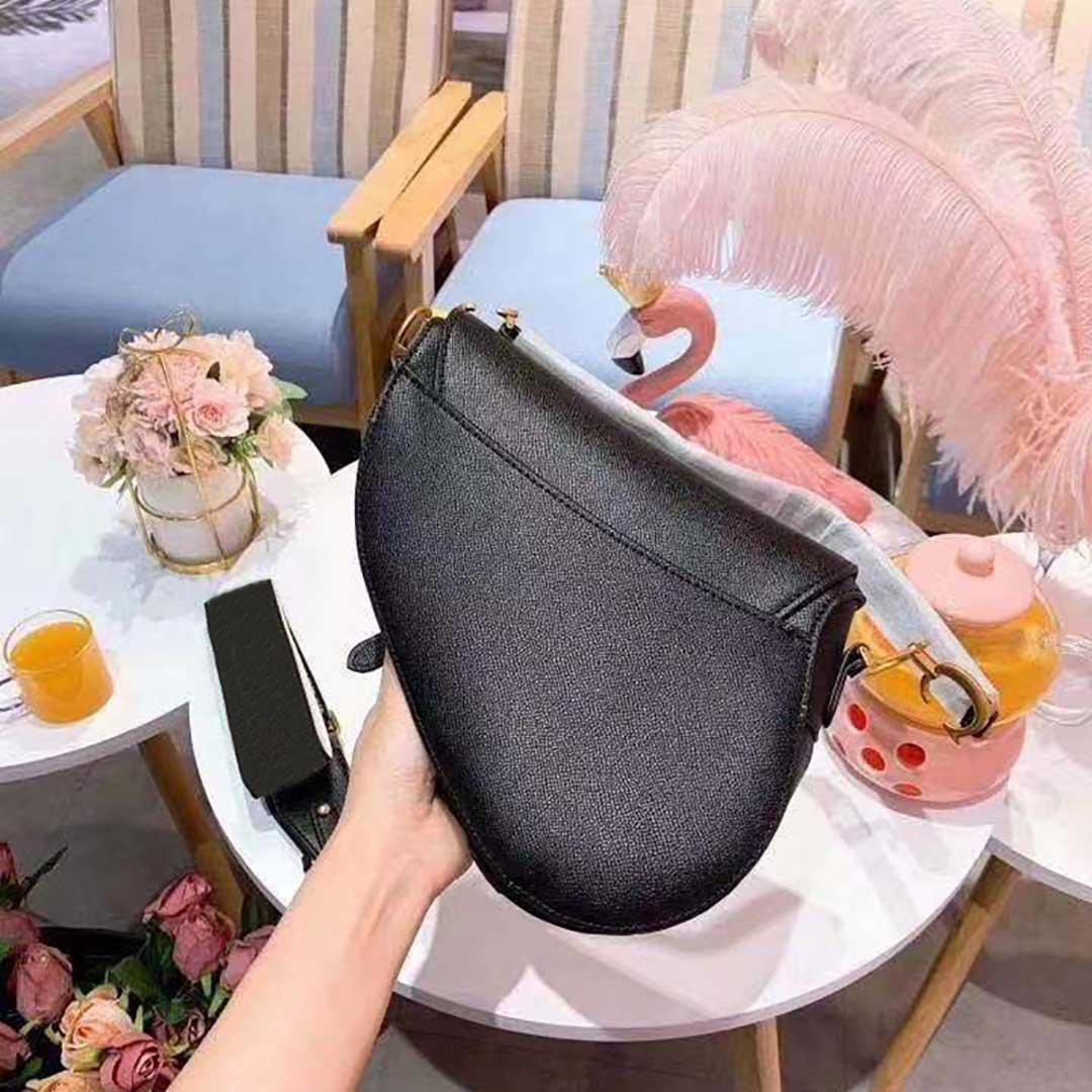 أنثى d- شكل المعادن سحر الكلاسيكية نمط الكتف حقيبة crossbody عالية الجودة جزيئات بو الجلود حقيبة يد تصميم ماركة داخل أكياس الغبار مع مربع