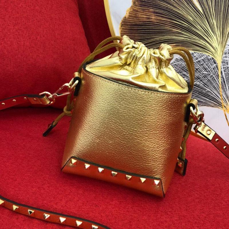 دلو حقيبة يد حقيبة محفظة المرأة حقائب الأزياء جلد طبيعي البقر عادي برشام القابل للإزالة حزام الكتف جودة عالية