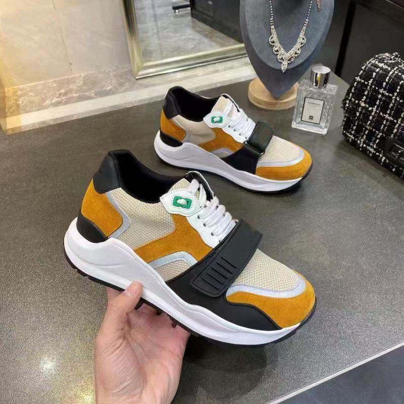 2021 Venta bien lujosos diseñadores zapatos de cuero genuino zapatillas de deporte hombres mujeres zapatillas de deporte de lienzo hombre mujer zapato casual Home011 01