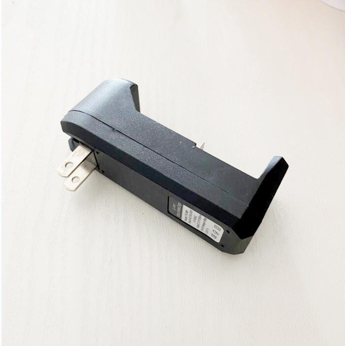 배터리 충전기 충전식 리튬 이온 18650 18350 18500 26650 16340 배터리에 대 한 단일 슬롯 유니버설 충전기