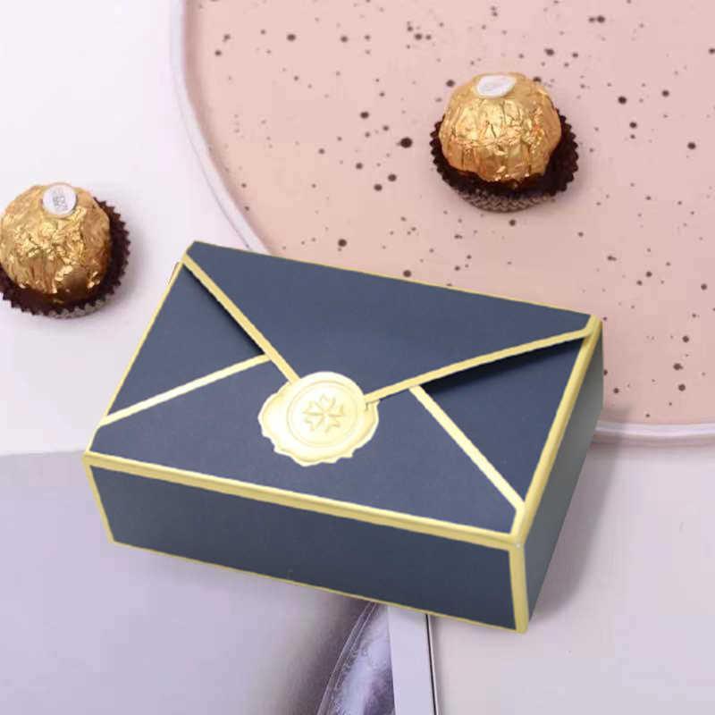 50 adet Zarf Şekil Şeker Kutusu Çikolata Hediye Kutusu Paketleme Misafirler Için Bebek Duş Düğün Favor Hediye Tedavi Kutuları Parti Dekor Y0712