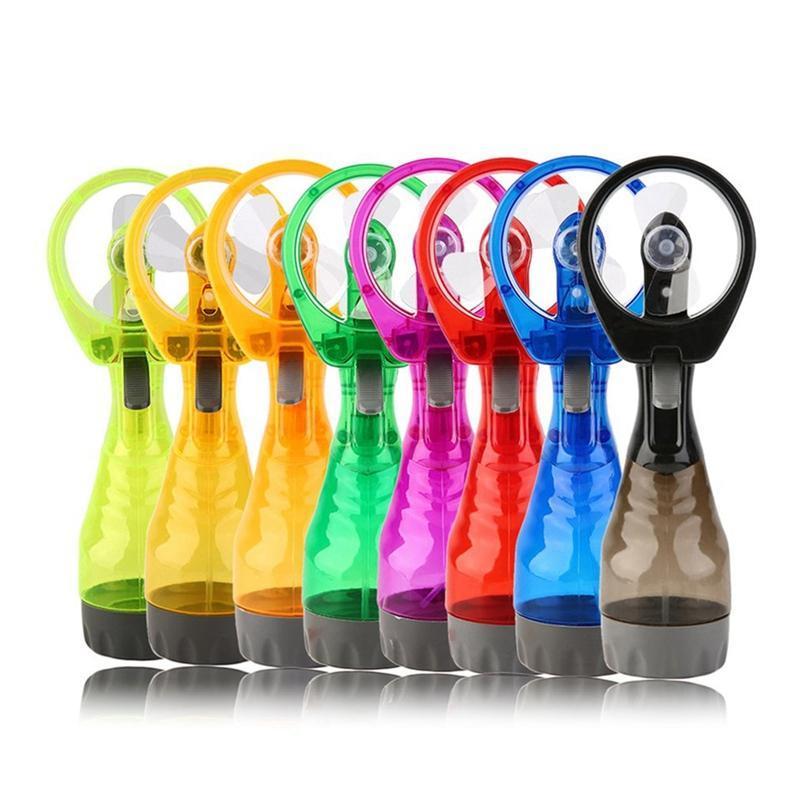 Tragbare Handgriff Water Nebelfächer 2in1 Funktionen Leistungsstarke Mini-Außenkühlung-Spray-Befeuchtung Elektrische Fans
