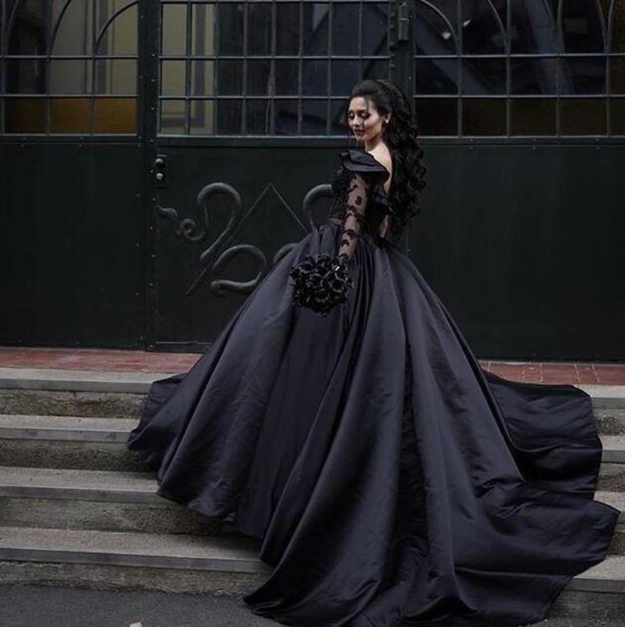 2021 Black Gothic Weddic Abiti da sposa Abito da ballo Una spalla Maniche lunghe Ruffles Sweep Sweep Treno Raso Personalizzato Made Plus Size Paese Vestido De Novia