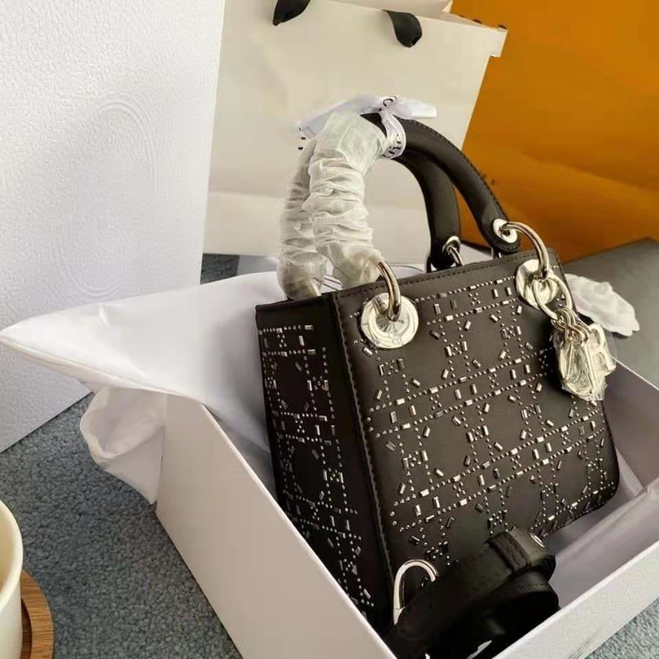 2021 Moda Small Brand Handbag Satin Diamonds Crystal Tre-Grid Diamond Diamana Mini Spalla Messenger Lady Buono