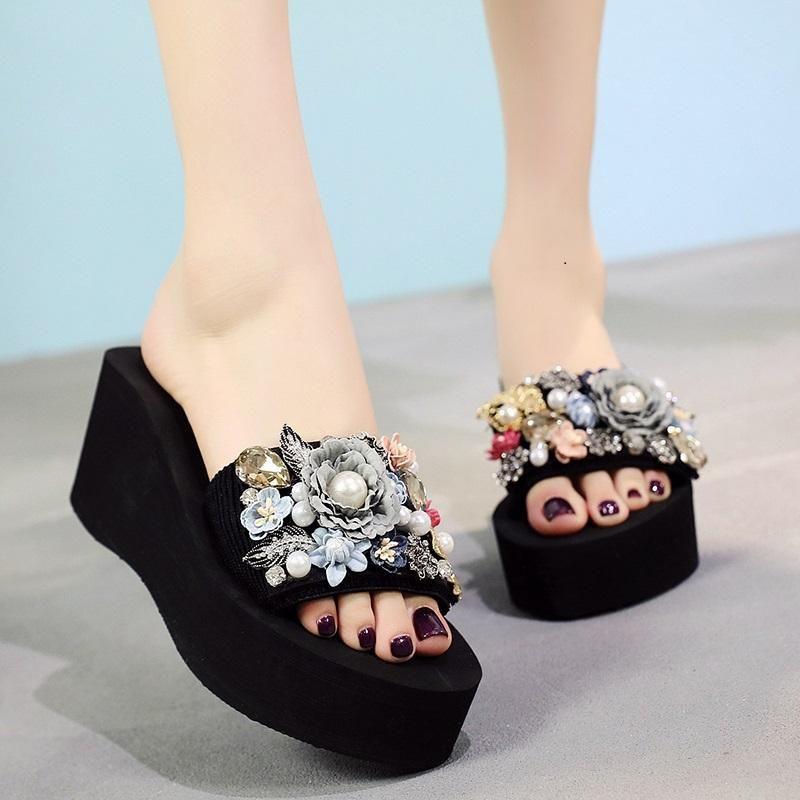 Pantoufles à la main d'été Casual Femmes de plein air Femme Femme Femme Femme Flip Maquettes Plage Chaussures Plat Taille 35-42