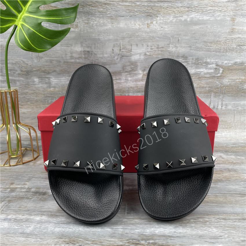 2021 Moda Kadın Terlik Rhinestone Siyah Sandalet Bayanlar Düğün Seksi Deri Terlik Trendy Perçin Saplama Slaytlar Erkek Casual Düz Çiviler Parti Ayakkabı