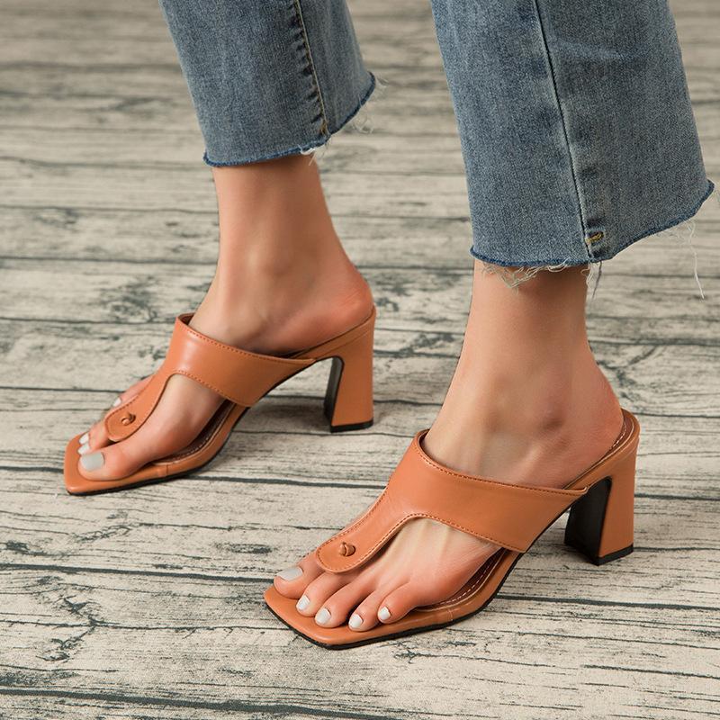 Bloque Tacones Plaza Tono Tanga Flip Flops Mujeres Sandalias Moda Roma 7.5cm High Mules Zapatos Blancos Zapatos de gran tamaño