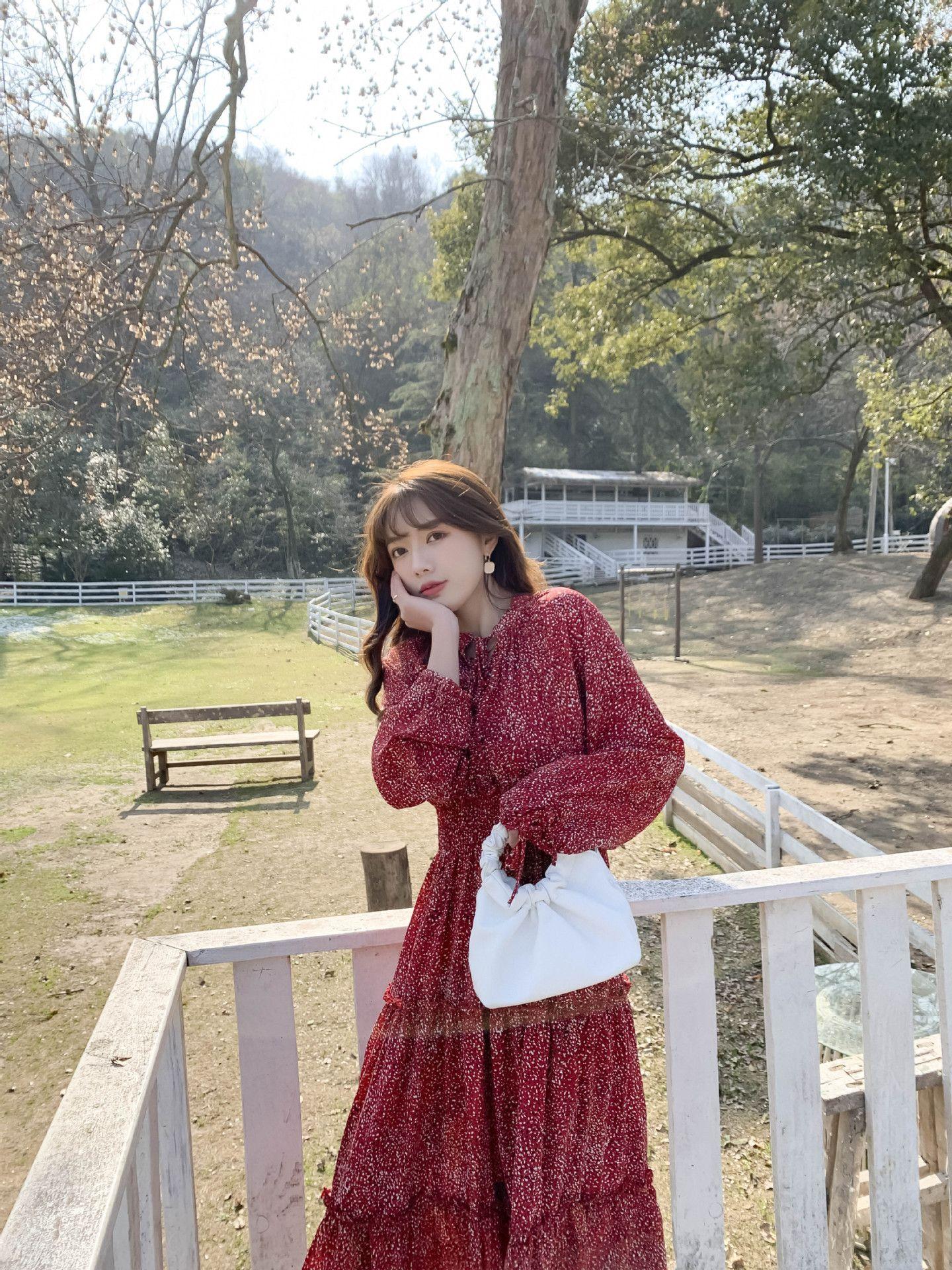 2021 Primavera parágrafo em mulheres vermelhas chiffon vestido novo mulheres apertadas cintura emagrecimento temperamento estilo francês estilo manga longa saia floral