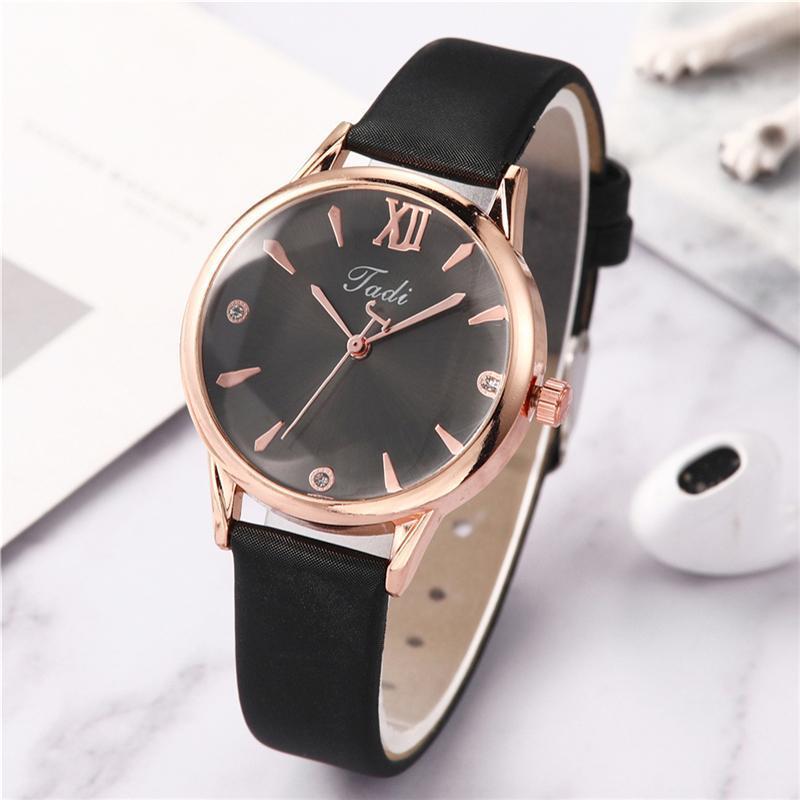 Armbanduhren Mode Einfache Uhren für Frauen Stilvolle lässige Leder Damen Quarz Uhr Frau Uhren Vrouwen Zegarek Damski Armbanduhr