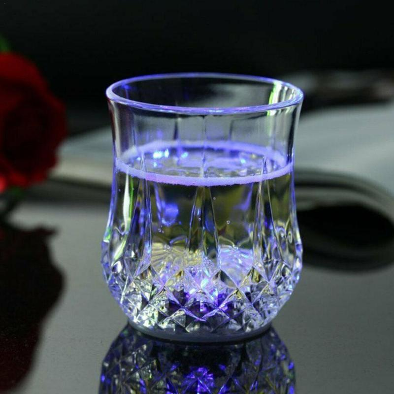 유도 성 LED 반짝이 파인애플 안경 맥주 컵 무지개 장식 조명 깜박이 바 축제 KTV 와인 공급 col v1w5