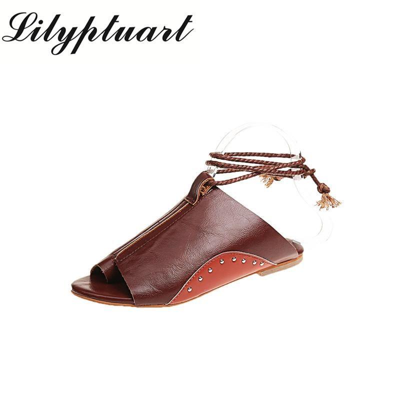 Sandales de dentelle croix à fond plat confortable de femmes et d'été