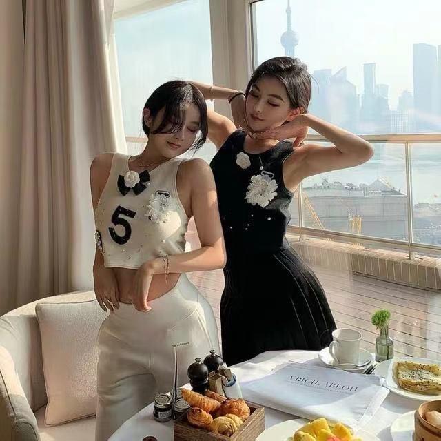 Primavera 2021 T Shirt Stile Francese Design Pesante Pearl Bow Digital Black and White Gilet T-shirt Lady