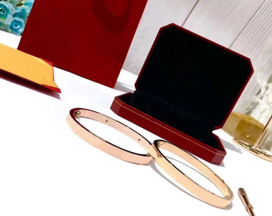 2021 الإسورة مصمم الفاخرة الحب سوار احتفالي زوجين هدية حصرية مجوهرات سبائك 14 كيلو الذهب مطلي الفضة قناة الملحقات كاملة التسليم السريع