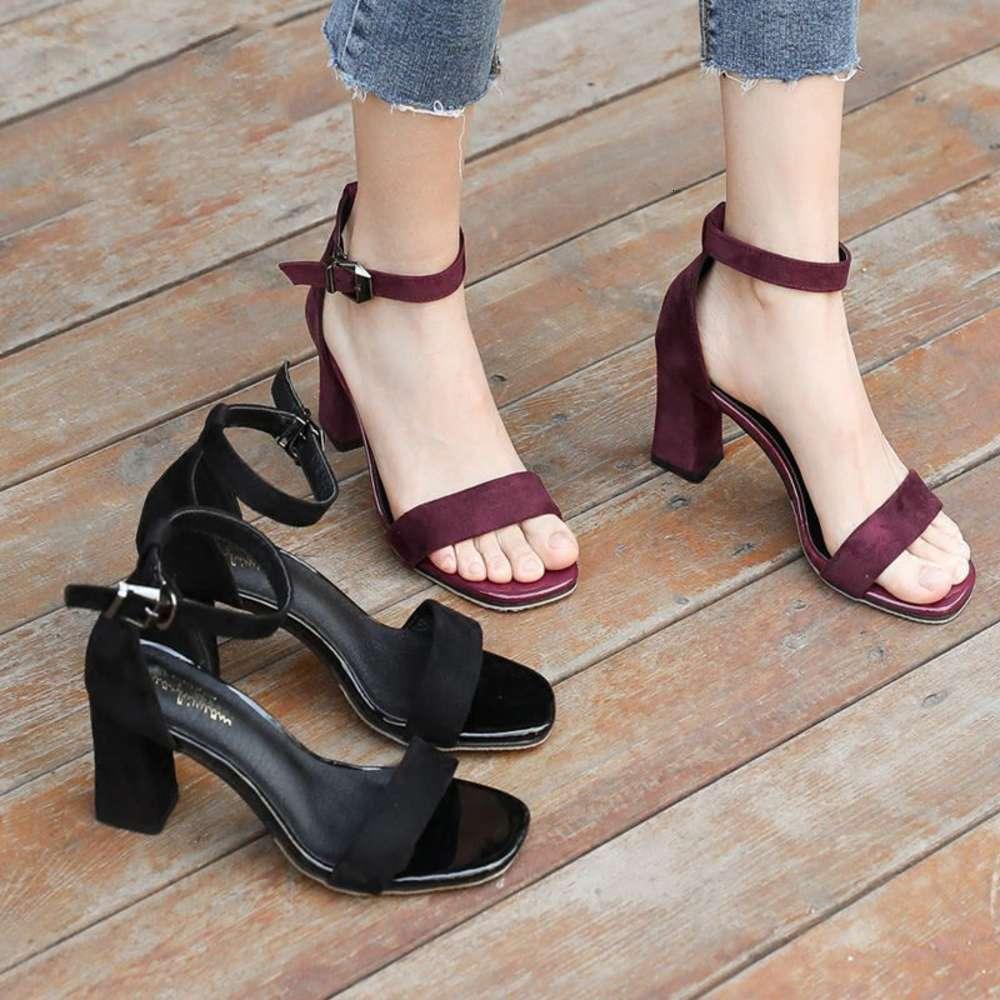 Sandália Sandálias Verão Médio de Calcanhar Digso Estudante Versátil Aberto Botão Botão Romano High Women Sapatos