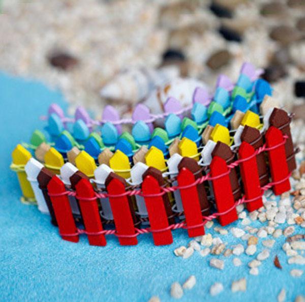 20pcs Mini Piccola Barriera Recinzione Resina di Legno Artigianale In Miniatura Fata Giardino Terrario Branch Palings Vetrina Decorazione Bonsai terrario Pentola