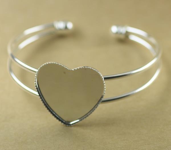 Risultati in bianco del braccialetto della base del braccialetto in bianco a forma di cuore di 25mm placcati argento, incastonatura del vassoio Impostazione cy768