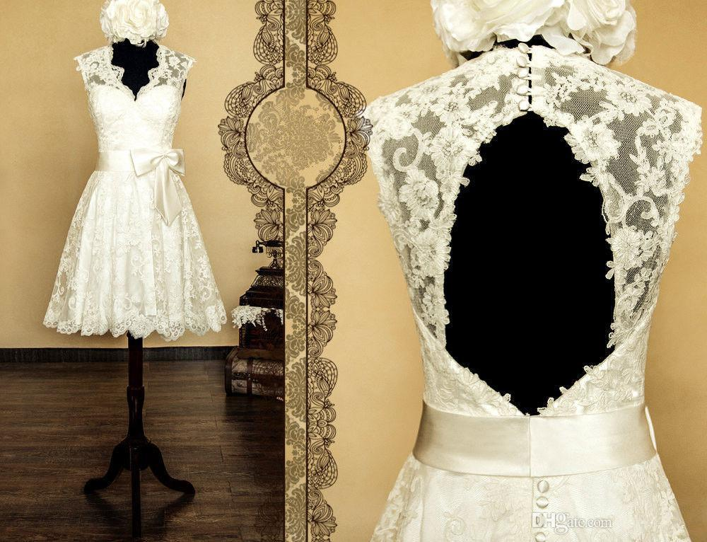 Винтажный стиль короткие кружевные свадебные платья Cap рукавом спинки V-образным вырезом с бантом створки цвета слоновой кости A-Line Классические свадебные платья на заказ W658