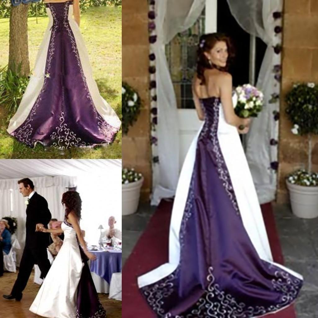 Une ligne superbe robe de mariée blanche et violette délicate brodé pays de mariée rustique robe de fantaisie gothique unique robe sans bretelles