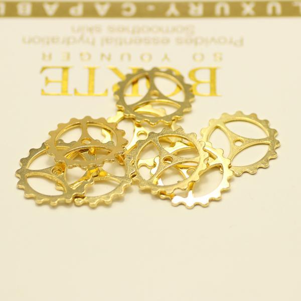 Metal Steampunk Tillbehör för smycken Gear Charm Wheel Round Spacer Vintage Go Gold Steampunk Gears 22mm Zinc Alloy 100pcs / Lot Drop Shipping