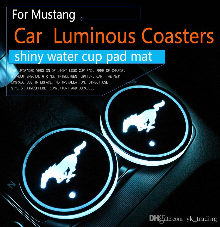2Pcs / set Ford Mustang logo distintivo dell'automobile ha condotto Acqua Brillante tazza del rilievo Groove Mat luminoso Coasters Atmosfera Luce