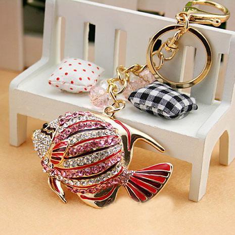 Drop shipping nakliye, Tam Rhinestone Araba Anahtarlık, Renkli balık Anahtarlık, Çanta / çanta Charms / aksesuar, güzel hediye, Alaşım Anahtarlık