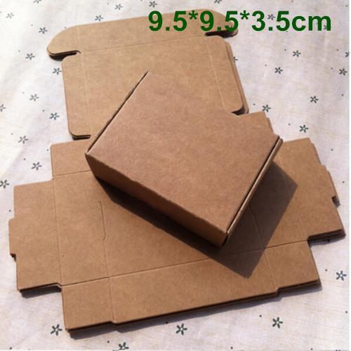 9.5 * 9.5 * 3.5cmクラフト紙箱ギフト包装箱DIYの結婚式キャンディージュエリーベーキングケーキクッキービスケットチョコレート手作り石鹸包装箱