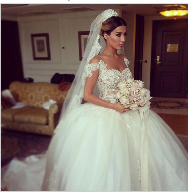 Nowy nadchodzący Elegancka Zima Księżniczka Suknie Ślubne Suknie Ślubne Ograniczane Rękaw W1419 Romantyczne Modne Suknie Ślubne Top Selling Handmade