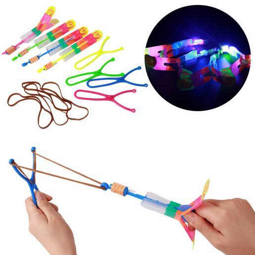 (50 piezas / lote) Slingshot Toy Toy asombroso arrow Helicóptero Banda de goma Power Copters Kids LED LED Volando Juguete
