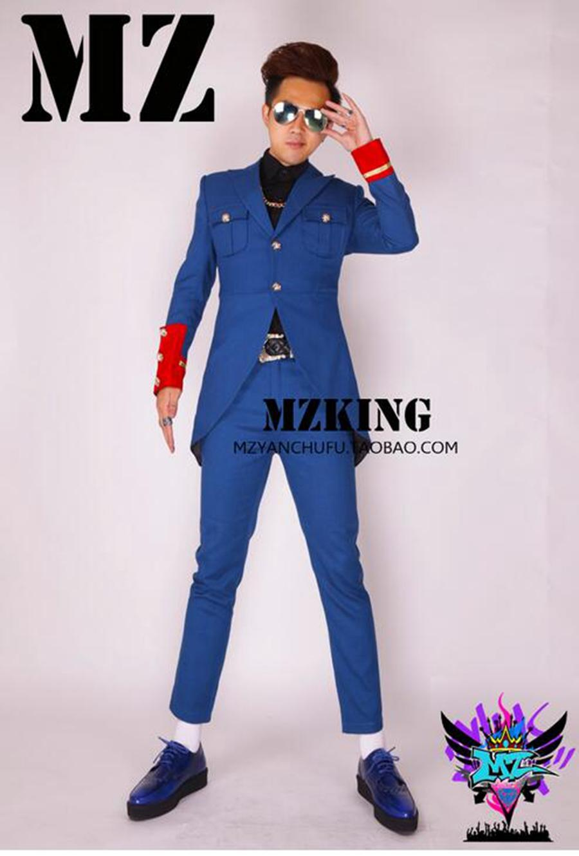 유럽의 남성 가수와 한국어 버전 활주로의 세련된 나이트 클럽은 사파이어 블루 울 유니폼을 입고 있습니다. S - 6 xl