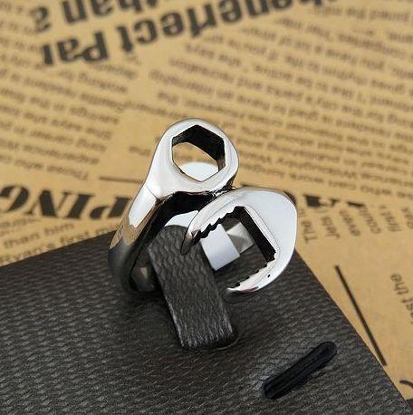 Gli uomini classici di nuovo arrivo di modo di disegno semplice dei monili squilla gli anelli degli uomini degli uomini della vite della chiave combinata dell'acciaio inossidabile 361L