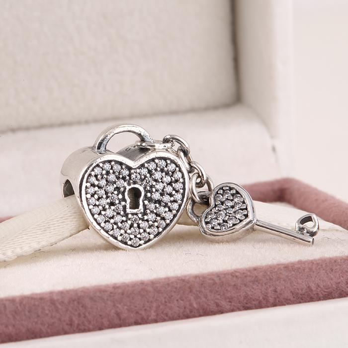 Pandora diy Charms bilezik uyar 2015 Yeni otantik 925 gümüş açacağı köpüklü zirkon anahtar kilit kalp charms kadınlar için takı
